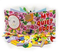 Libro activo tranquilo de tela se recomienda para niños desde 1 año de edad. El libro tiene una bolsa para el almacenamiento y transporte fácil. Se