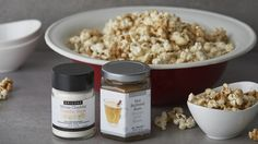 Get the best of both worlds: sweet and salty all at once. Game Day Snacks, Game Day Food, Easy Snacks, Healthy Snacks, Easy Meals, Quick Dinner Recipes, Snack Recipes, Chicago Style Popcorn, Epicure Recipes
