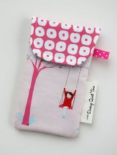 Iphone Pouch Tutorial @A Whole Lotta Love-To-Sew.com - the picture is what's making this little bag