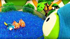 Dessin animé avec jouets. OmNom pêche dans le lac de Orbeez. Vidéo pour ...