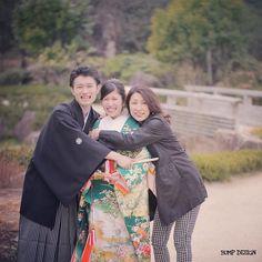 #名古屋ロケーション前撮り . . 可愛すぎて . ぎゅー . ってしたくなっちゃうのは . 新郎さんだけではありません . . . #お母さまお仕事の合間にお越しいただきありがとうございました #バンプデザインのロケーション前撮りは家族友人ペット知らない人でも誰でも来てもらって見学可能 #緑の和装は今バンプデザインイチオシ . #結婚写真 #花嫁 #プレ花嫁 #卒花 #結婚式 #結婚準備 #ロケーション前撮り #カメラマン #ウェディング #前撮り #結婚式前撮り #写真家 #ゼクシィ #名古屋花嫁 #和装前撮り #持ち込みカメラマン #ウェディングフォト #2017春婚 #結婚式レポ #アサダユウスケ #赤いカメラ #日本中のプレ花嫁さんと繋がりたい #日本中の卒花嫁さんと繋がりたい #ウェディングニュース #weddingphoto #バンプデザイン
