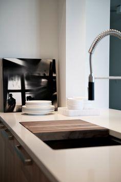 Kitchen by Interior designer Gaile Guevara. Simple & slick #jeffreyalanmarks #JAM #homedecor
