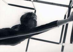 Aprisionamento do Espírito - Pça. roosevelt, São Paulo, 1982. (Performer Hilda Peixoto. Foto Jorge Bassani).