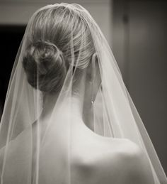 Classic Wedding Updo with Veil  |  Photograph by: Image Singuliere