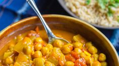 Toss all ingredients into the slow cooker in the morning and have a delicious hot meal ready after work. I wonder how subbing in chicken for a can of the chickpeas would work! Slow Cooker Chickpea Curry, Easy Chickpea Curry, Chickpea Recipes, Vegetarian Recipes, Healthy Recipes, Vegan Meals, Healthy Meals, Slow Cooker Recipes, Crockpot Recipes