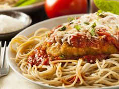 Easy slow cooker recipes to get you through a busy fall - Slow Cooker - chicken parmesan Easy Fish Recipes, Chicken Recipes, Homemade Chicken Parmesan, Lasagna Rolls Recipe, Whole Wheat Spaghetti, Chicken Parmigiana, Italian Spices, Baked Cod, Breaded Chicken