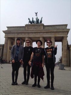 The boysomf they look so awkward it's so cute asdfghjkl