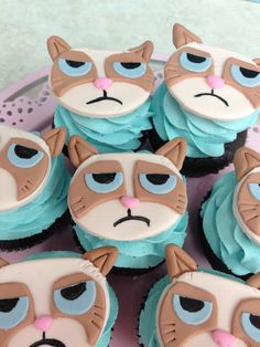 Grumpy Cat CupCakes - Designed by Yari at With Love & Confection Cupcake Day, Kid Cupcakes, Cupcake Cookies, Cat Cookies, Grumpy Cat Birthday, Cupcake Pictures, Mom Cake, Beautiful Cupcakes, Fondant Toppers