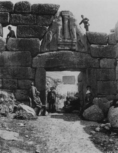 Heinrich Schliemann and company at the Lion Gate, ancient Mycenae, Greece Ancient Mysteries, Ancient Ruins, Ancient Greece, Ancient Art, Ancient History, Mayan Ruins, Architecture Antique, Ancient Greek Architecture, Modern Architecture