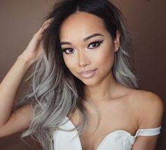 Nem loira e nem morena. A cor da vez é o cinza. Os cabelos prateados são tendência. Veja como manter as madeixas saudáveis ao adotar esse visual.