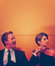 Barney e Robin- how i met your mother Series Movies, Tv Series, Barney And Robin, How Met Your Mother, Robin Scherbatsky, Best Sitcoms Ever, Cheer Picture Poses, Ted Mosby, Comedy Tv Shows
