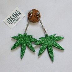 Brinco marijuana Tiara Diy, Diy Carnaval, Diy Jewlry, Carnival Inspiration, Halloween Disfraces, Create And Craft, Homemade Jewelry, Wallet Chain, Green Day