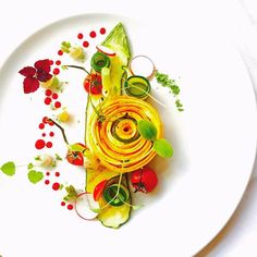 Foodstar Marco Tola ( shared a new image via Foodstarz PLUS /Yellow Zucchini Spiral, Goat Cheese Sphere, Tomatoes Confit Food Design, Plate Design, Yellow Zucchini, Plate Presentation, Modern Food, Food Decoration, Edible Art, Culinary Arts, Food Plating