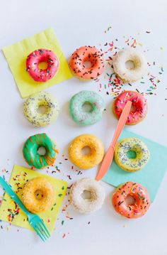 'Donut' worry, at this upcoming attendees will take home their own box of homemade cake donuts! Delicious Donuts, Yummy Food, Donut Pictures, National Donut Day, Donut Party, Donut Shop, Donut Recipes, Cute Food, Cake Pops