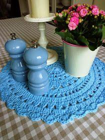 Mé malé radosti: Háčkovaná dečka Rugs, Crochet, Handmade, Webhosting, Home Decor, Farmhouse Rugs, Homemade Home Decor, Types Of Rugs, Crochet Crop Top