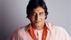 The heartthrob of 70's who had given us the best films of the decade had expired today and it eventually shattered millions of hearts.    Vinod Khanna, who was battling with bladder carcinoma (bladder cancer), stopped breathing