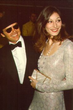 A young Anjelica Huston with Jack Nicholson the ultimate Hollywood couple Hollywood Couples, Celebrity Couples, Hollywood Stars, Classic Hollywood, Old Hollywood, Hollywood Glamour, Jack Nicholson, Anjelica Huston, I Love Cinema