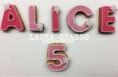 Biscotti decorati a formare il nome per i 5 anni di Alice