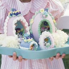 For Easter desserts 2019 these funny and cute Easter desserts recipes are the best. Choose from from Peep desserts to egg nest desserts to Easter cupcakes. Cute Easter Desserts, Spring Desserts, Easter Recipes, Easter Ideas, Ostern Party, Diy Ostern, Sugar Eggs For Easter, Easter Eggs, Easter Bunny