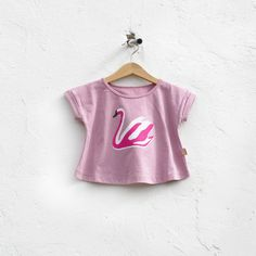 Super soft jersey, 100% cotton tee in dusty lilac colour. Hand silkscreen printed with a swan print. Slightly wider than a regular tee, can be worn as a cropped top when your toddler outgrows it. Designed and produced in London.