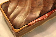 Box with hand-carved irregular pattern top - Art Boxes by Andy Woodworking Jewellery Box, Woodworking Workshop, Woodworking Crafts, Art Boxes, Wood Boxes, Box Art, George Nelson, Decorative Wooden Boxes, Box Maker