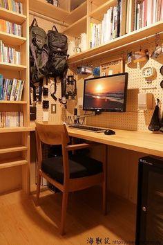 (改造後)使い勝手が劇的に向上した1.5畳の団地書斎! | 海獣記 Home Room Design, Home Office Design, Room Interior, Interior Design, Desk Inspiration, Workspace Design, Home Office Space, House Rooms, My Room