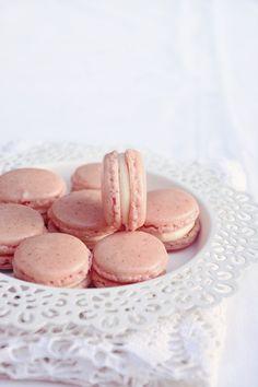 Candy's: Fehércsokis-málnás macaron és Elektrolux Assistent teszt Nigella, Bacon, Candy, Sweet, Food, Condensed Milk, Eten, Candles, Meals