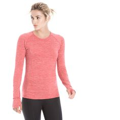 Lole Lynn Top - Womens Lole built a super vibrant and stylish performance top in the Lynn Top this season! Long Sleeve Tops, Long Sleeve Shirts, Outdoor Brands, Outdoor Woman, Outdoor Outfit, V Neck Tops, Style Guides, Sleeves, How To Wear