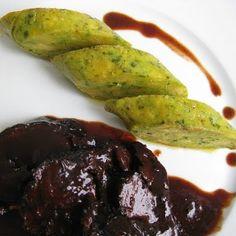 Ochsenbacke in Portwein-Schokoladen-Sauce mit Serviettenknödeln