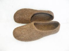 Brown wool woman felted slippers are made from natural, organic not dyed or chemical treated local sheeps wool, using olive soap. Sheeps wool slippers massage foots, improve bloodstream, improve your mood. Organic wool women slippers effects are similar to those of the combination of light
