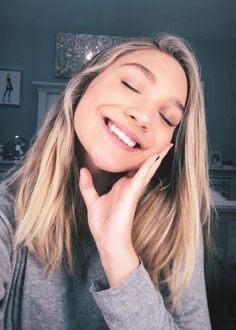 been using a beauty product lately, my skin feels great Maddie And Mackenzie, Mackenzie Ziegler, Maddie Zeigler, Young Celebrities, Celebs, Dance Moms Girls, Dance Fashion, Brown Hair, Female Models