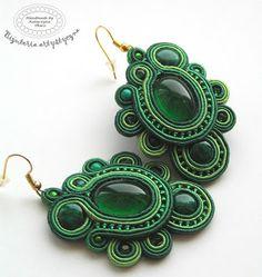 www.facebook.com/... Rękodzieło-biżuteria sutasz. Handmade-soutache jewellery. #green #verde #valentinesday #earrings #kolczyki #walentynki #zielony #prezenty Soutache Earrings, Crochet Earrings, Drop Earrings, Shibori, Beaded Embroidery, Textiles, Facebook, Handmade, Jewelry