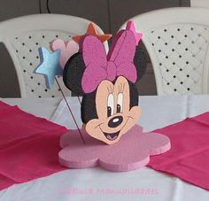 CENTRO DE MESAS Minnie Mouse Theme Party, Fiesta Mickey Mouse, Mickey Party, Mouse Parties, Micky Mouse Club House, Mickey Birthday, Party Centerpieces, Baby Party, Party Themes