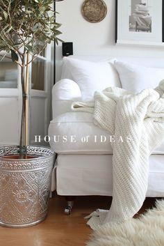 White on white, a neutral living room