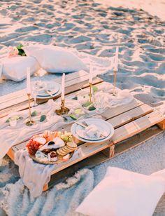 Debbie & Jason - Our Phat Picnic - Picknick Beach Dinner, Beach Picnic, Summer Picnic, Fall Picnic, Family Picnic Foods, Beach Date, Party Set, Picnic Date, Romantic Picnics