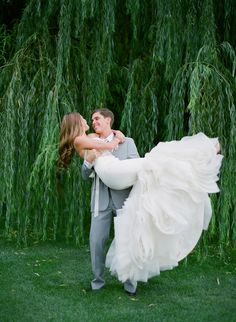Ahh, I gotta have an engagement or wedding photo in front of a willow tree--they're my absolute fav ❤
