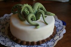 We're wrapping up our week of edible (yet unspeakable) horrors with these Lovecraft inspired Cthulhu Cakes. Tentacles Behold the simple beauty of smooth fondant with just a hint of eldrich horror. ...