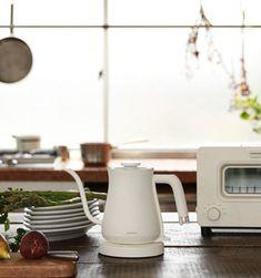 BALMUDA The Pot(バルミューダ ザ・ポット)は、毎日使いたくなる今までにない美しいデザインの電気ケトルです。 Korean Kitchen, Kitchen Items, Korean Food, First Home, Kettle, Kitchen Appliances, Coffee, Tableware, Yahoo
