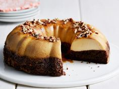 Recipe of the Day: Marcela's Top-Rated Magic Chocoflan Have your chocolate cake — and your flan too. Marcela's recipe for one of Mexico's most-famous desserts features layers of chocolate cake, creamy flan and sweet cajeta (goat's milk caramel). Famous Desserts, Köstliche Desserts, Healthy Desserts, Chocoflan Recipe, Food Network Recipes, Cooking Recipes, Freezer Recipes, Freezer Cooking, Cooking School