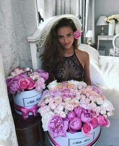 V-Day perfect gifts s. Flower Girl Photos, Flower Images, Flower Girl Dresses, Beautiful Roses, Beautiful Flowers, Kristina Krayt, Flower Box Gift, Fleur Design, Luxury Lifestyle Fashion