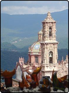Santa Prisaca Cathedral in Taxco de Alarcón, Mexico