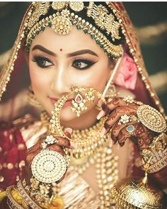 From her Maangtika to her Nath to her Neckpiece, everything speaks out. It's surely giving us all Major Jewellery Goals. Bridesmaid Earrings, Bridal Earrings, Bridal Jewelry, Bridesmaid Gifts, Indian Bridal Outfits, Indian Bridal Makeup, Wedding Outfits, Wedding Attire, South Indian Bridal Jewellery