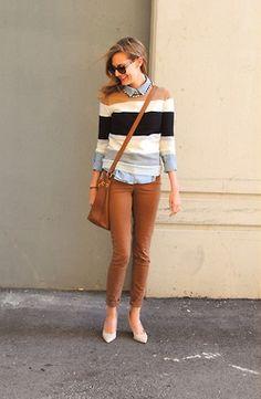 Calca skinny, caramelo, azul, blusa listras, camisa.