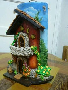 ideas doll house roof fairies garden for 2019 Clay Houses, Ceramic Houses, Miniature Houses, Tile Crafts, Clay Crafts, Diy And Crafts, Clay Fairy House, Fairy Garden Houses, Fairies Garden