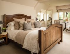 Inspiring Modern Farmhouse Bedroom Decor Ideas - Home Decor Ideas Country Cottage Bedroom, Modern Farmhouse Bedroom, Cosy Bedroom, Farmhouse Master Bedroom, Bedroom Apartment, Modern Bedroom, Rustic Farmhouse, Cottage Bedrooms, Country Style Bedrooms