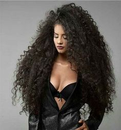 Ideas with regard to great looking women's hair. Your hair is certainly what can define you as a man or woman. To most people today it is undoubtedly important to have a great hair style. Great Hairstyles, Trending Hairstyles, Latest Hairstyles, Very Long Hair, Long Curly Hair, Curly Hair Styles, Frizzy Wavy Hair, Short Hair, Dull Hair