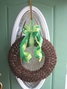 sweet gum ball wreath.  lol, gotta make one for frankie.