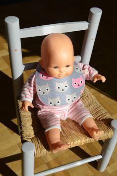 Bavoir pour poupée (avec patron !) - Alice Balice - couture et DIY loisirs créatifs Blog Couture, Alice, Baby Burp Rags, Girl Baby Bibs