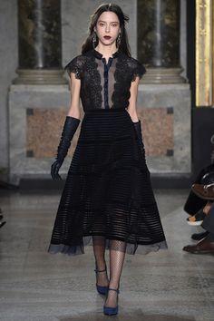 Sfilata Luisa Beccaria Milano - Collezioni Autunno Inverno 2015-16 - Vogue