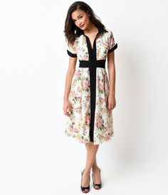We had you pegged as a midcentury maven, darling. Fresh and florally fabulous from Unique Vintage, Peggy is an exclusive 1950s chiffon stunner in a button up day dress design! Unlined and airy with black colorblocked contrast, Peggy buttons up to a classi